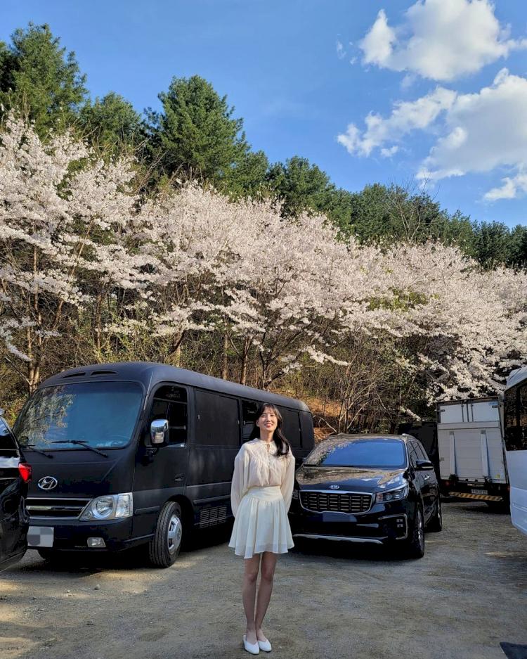 Potret Manis Park Eun-bin Bintang The Kings Affection saat Liburan Outdoor - Foto 3