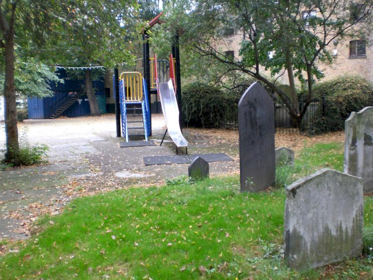 Dekat Kuburan hingga Masuk Jurang, Ini 7 Desain Playground Teraneh di Dunia - Foto 2