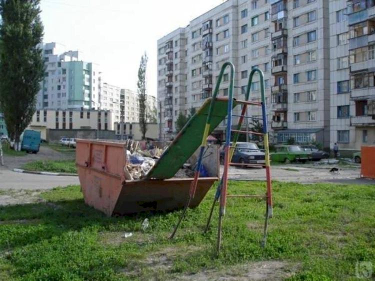 Dekat Kuburan hingga Masuk Jurang, Ini 7 Desain Playground Teraneh di Dunia - Foto 4