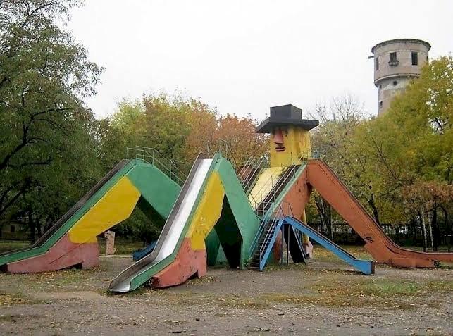 Dekat Kuburan hingga Masuk Jurang, Ini 7 Desain Playground Teraneh di Dunia - Foto 7