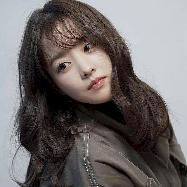 7 Potret Manis Park Bo-young, Makin Imut dengan Rambut Berponi - Foto 2