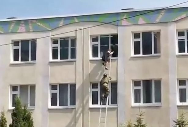Mencekam 11 Tewas dalam Penembakan di Sekolah Rusia - Foto 1