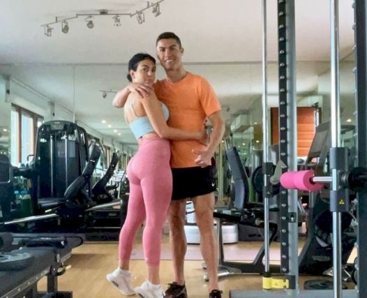 7 Potret Intim Ronaldo dan Sang Kekasih Georgina, Bikin Panas-Dingin - Foto 6