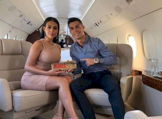7 Potret Intim Ronaldo dan Sang Kekasih Georgina, Bikin Panas-Dingin - Foto 4