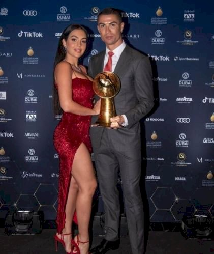 7 Potret Intim Ronaldo dan Sang Kekasih Georgina, Bikin Panas-Dingin - Foto 3