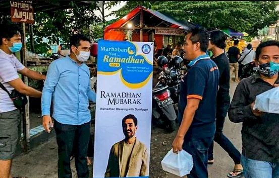 5 Potret Berbagi Ramadan dari Ilkay Guendogan ke Fans Tanah Air, Menginspirasi - Foto 5
