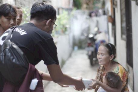 5 Potret Berbagi Ramadan dari Ilkay Guendogan ke Fans Tanah Air, Menginspirasi - Foto 1