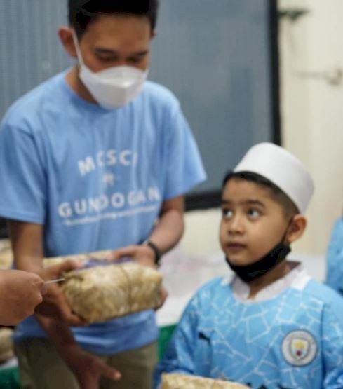 5 Potret Berbagi Ramadan dari Ilkay Guendogan ke Fans Tanah Air, Menginspirasi - Foto 2
