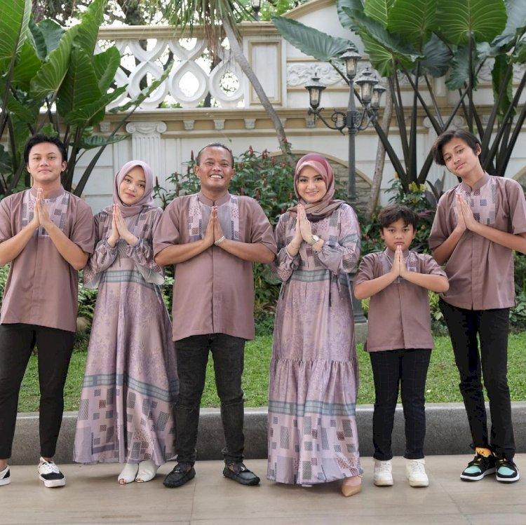 Outfit Kece 10 Keluarga Artis saat Lebaran, Siapa Paling Cetar - Foto 1
