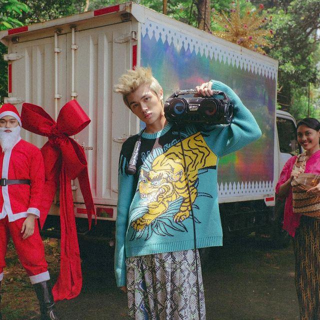 7 Potret Keren Warren Hue, Rapper Asal Jakarta yang Go International - Foto 7
