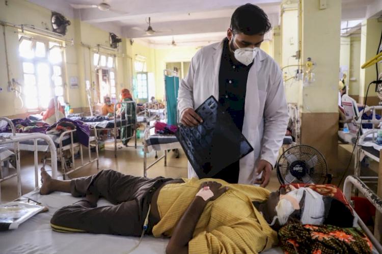 Nestapa Dokter India Hadapi COVID-19: Gaji Kecil, Kerja 24 Jam, Trauma, dan Nyawa Terancam - Foto 1
