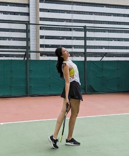 Rajin Olahraga, 5 Potret Anya Geraldine Main Tenis dan Berkuda - Foto 4