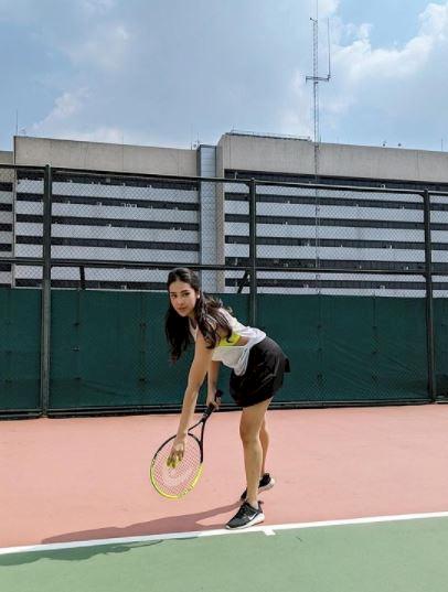 Rajin Olahraga, 5 Potret Anya Geraldine Main Tenis dan Berkuda - Foto 5
