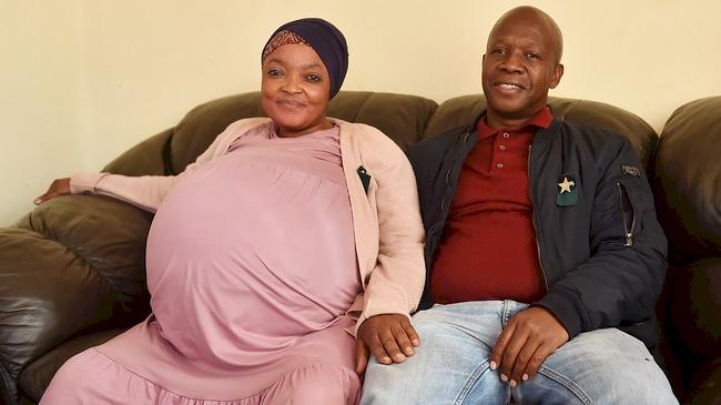 Pecah Rekor Dunia, Ibu Afrika Selatan ini Lahirkan 10 Bayi - Foto 1