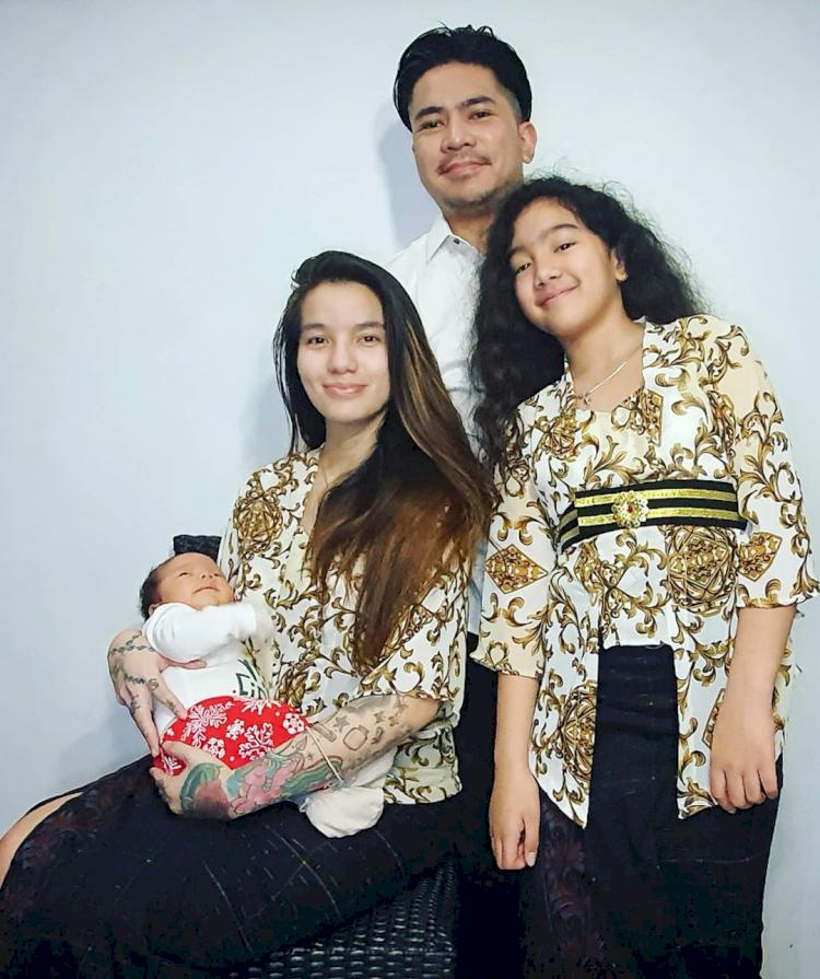 5 Potret Bahagia Keluarga Sheila Marcia, Hasmonis Abis - Foto 5