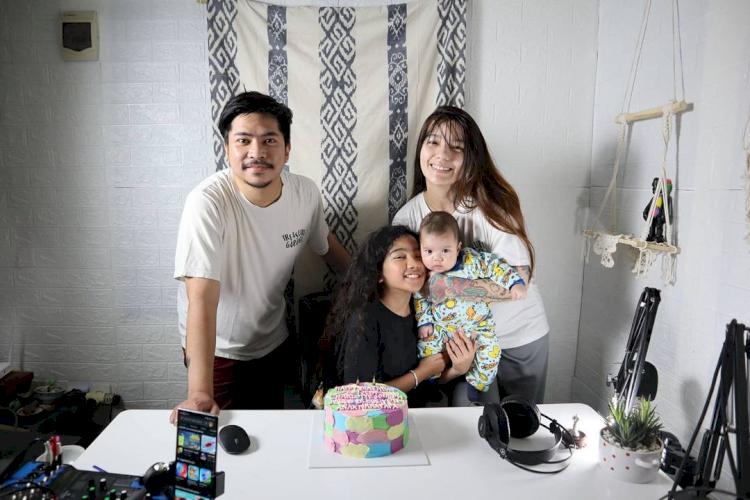 5 Potret Bahagia Keluarga Sheila Marcia, Hasmonis Abis - Foto 1