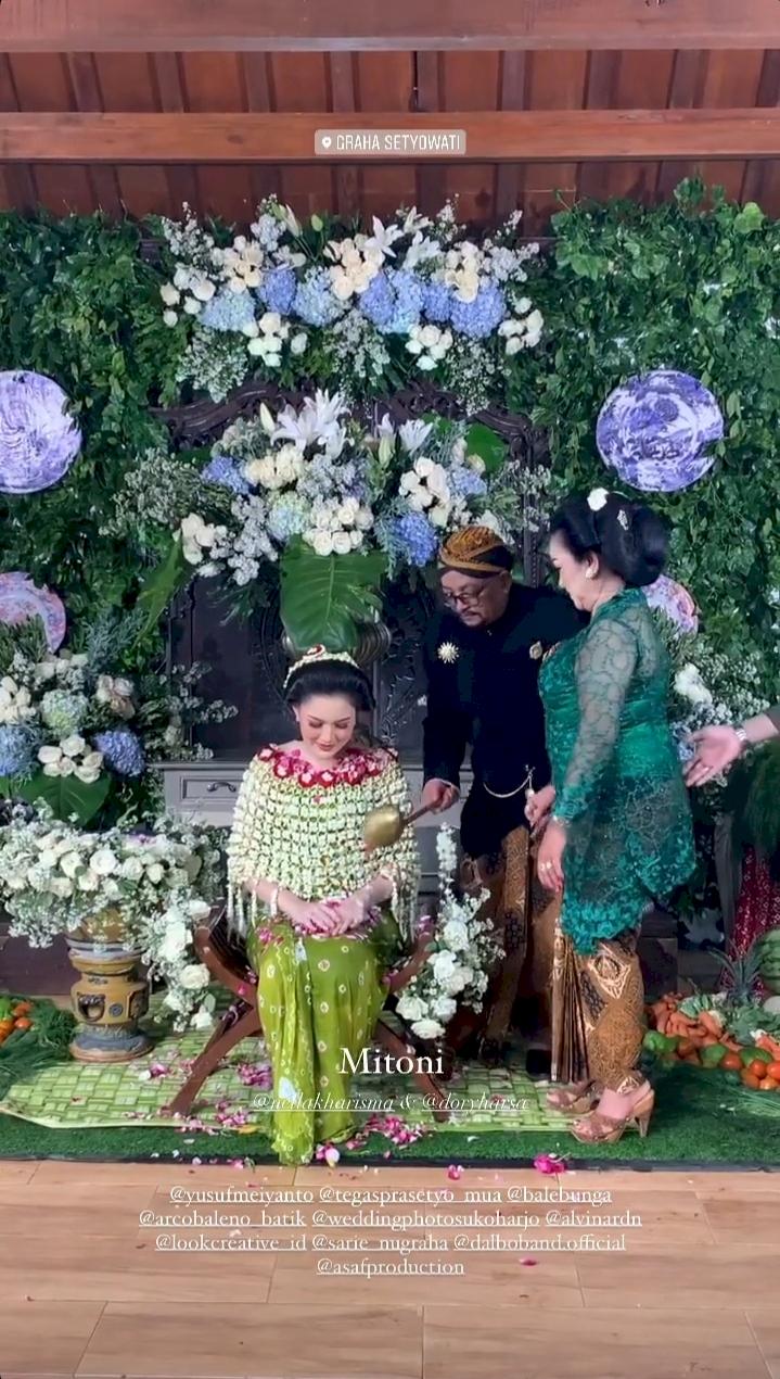 5 Potret Meriah Acara Syukuran 7 Bulan Kehamilan Nella Kharisma - Foto 4