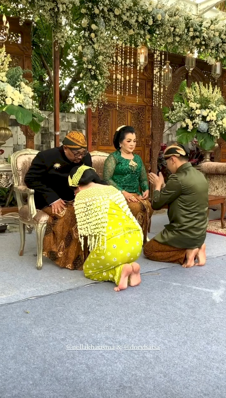 5 Potret Meriah Acara Syukuran 7 Bulan Kehamilan Nella Kharisma - Foto 2