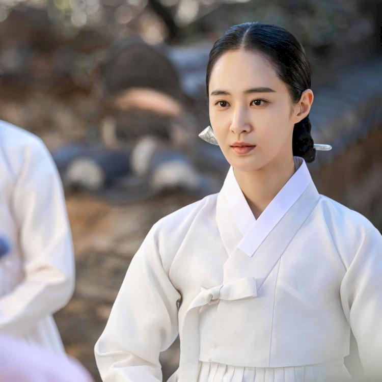 7 Potret Terbaru Kwon Yuri, Comeback Drama Bossam: Steal the Fate - Foto 7