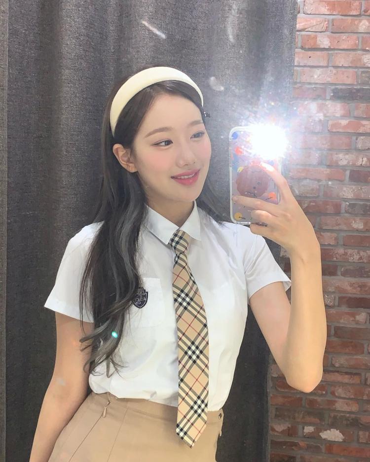5 Potret Naeun April saat Selfie, Cantik Abis - Foto 4
