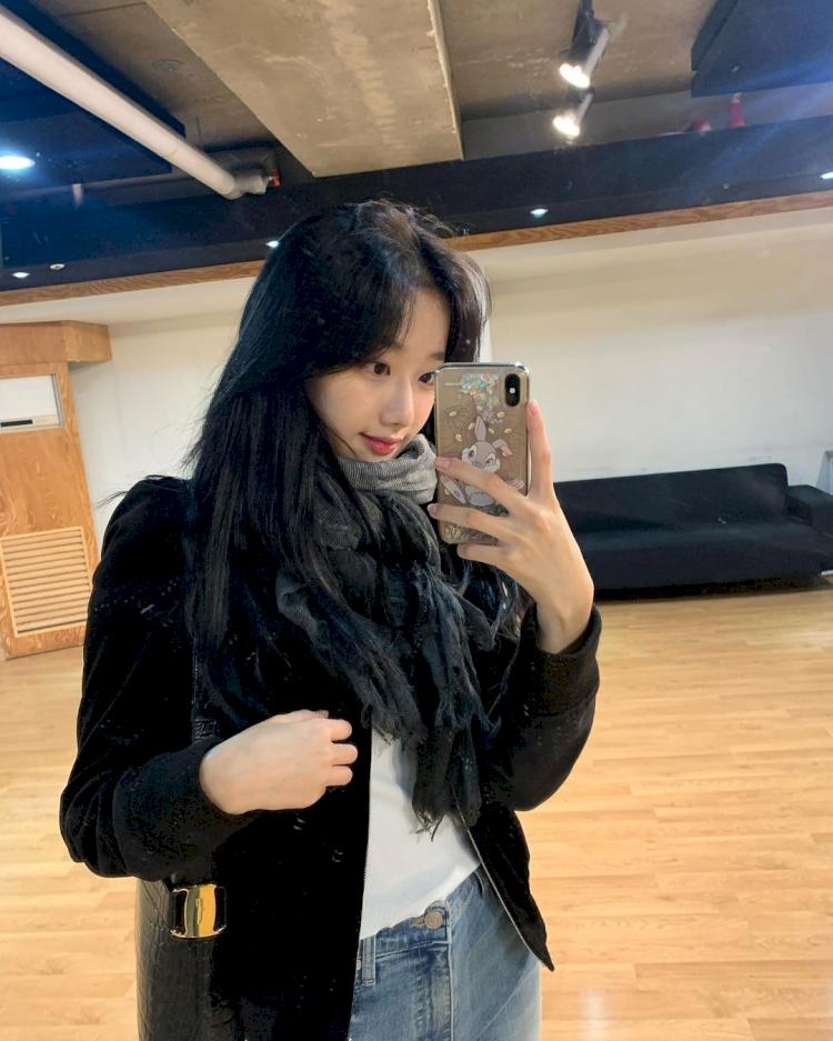 5 Potret Naeun April saat Selfie, Cantik Abis - Foto 1