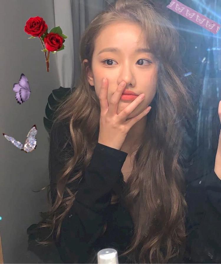 5 Potret Naeun April saat Selfie, Cantik Abis - Foto 2