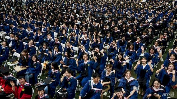 Menengok Situasi Upacara Wisuda di Wuhan, Belasan Ribu Mahasiswa Berkumpul Tanpa Masker dan Jarak Sosial - Foto 1