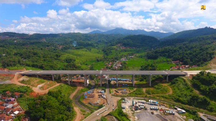 Menteri Basuki Targetkan Jalan Tol Cisumdawu Rampung Desember 2021 - Foto 1