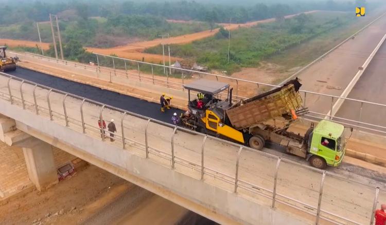 KemenPUPR Kebut Penyelesaian Jalan Tol Kayu Agung-Palembang Seksi 2-3 - Foto 1