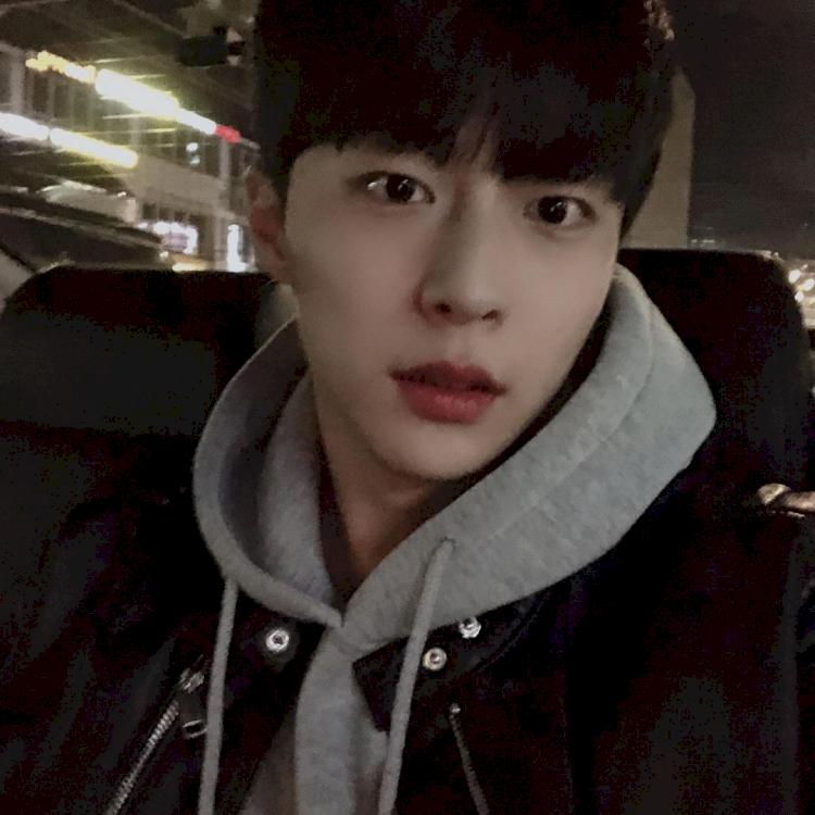 7 Potret Bae In-hyuk, Aktor Rookie yang Tengah Naik Daun - Foto 1