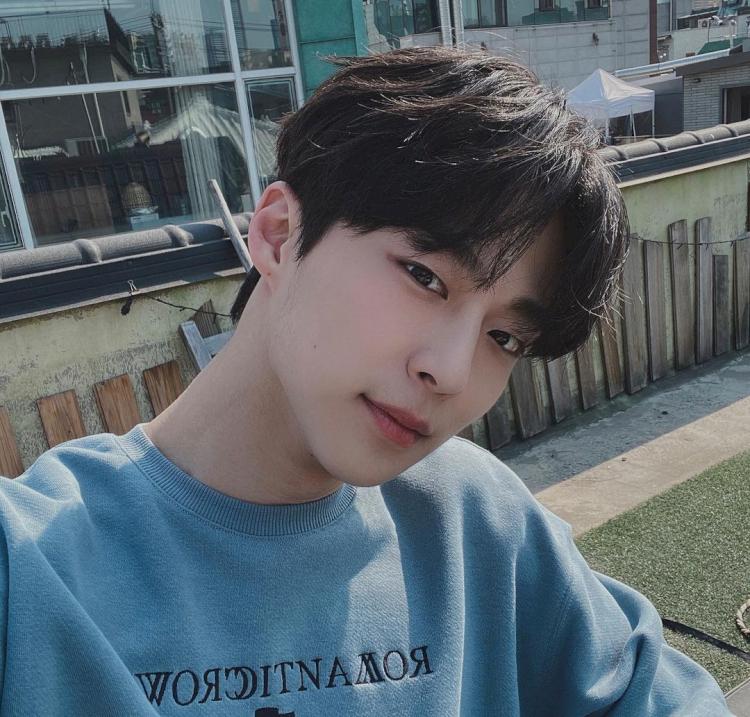 7 Potret Bae In-hyuk, Aktor Rookie yang Tengah Naik Daun - Foto 3