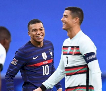 7 Potret Inspirasi Karier Mbappe, Idolakan Ronaldo Kini Sama-sama Bintang Lapangan - Foto 7