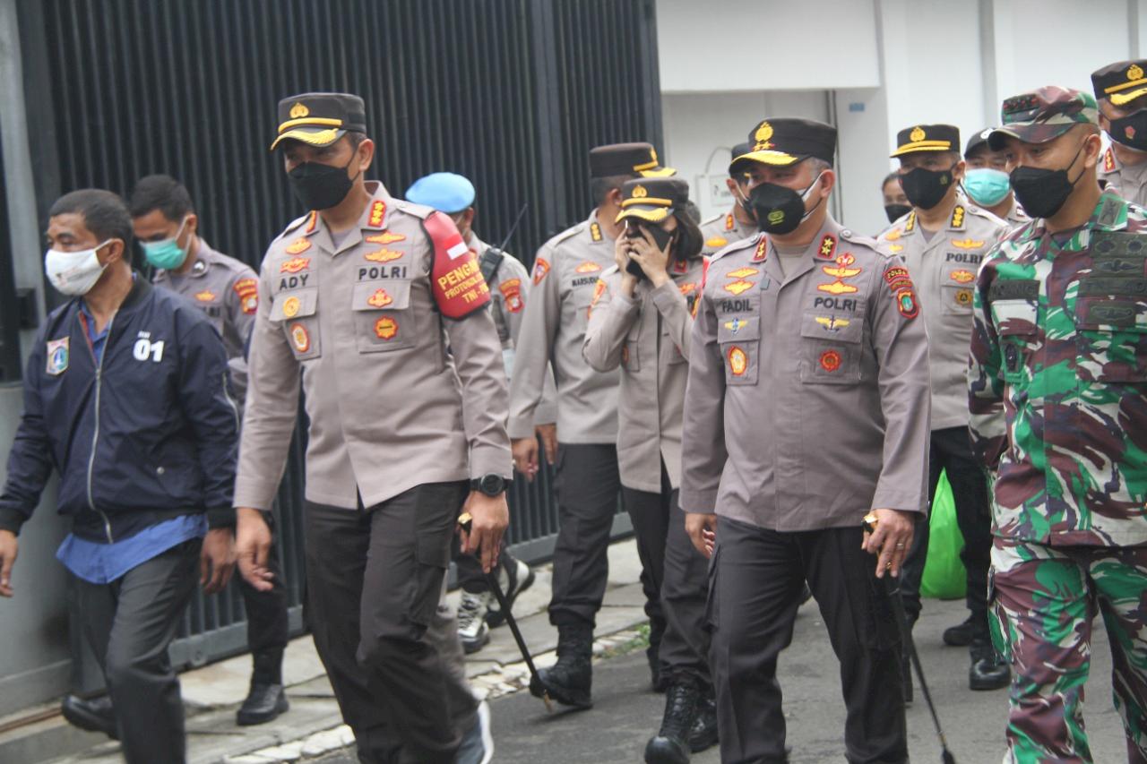 Kapolda Metro Jaya Kunjungi Posko PPKM Kampung Tangguh Jaya di Tanjung Duren