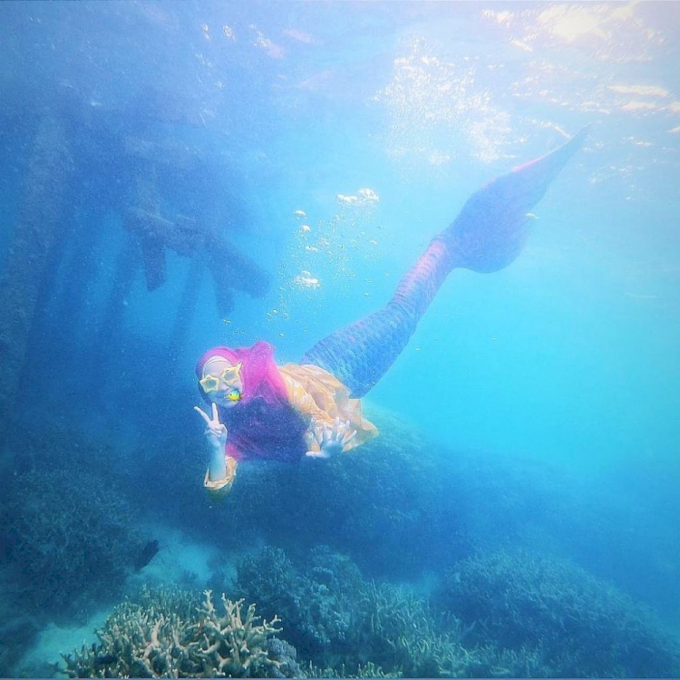 7 Potret Ria Ricis saat Berenang di Laut, Cantik Banget Jadi Putri Duyung - Foto 1