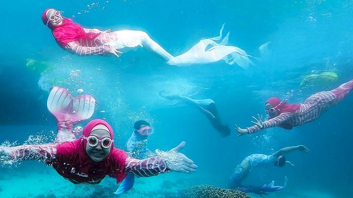 7 Potret Ria Ricis saat Berenang di Laut, Cantik Banget Jadi Putri Duyung - Foto 6