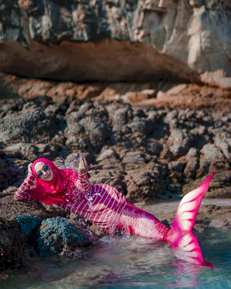 7 Potret Ria Ricis saat Berenang di Laut, Cantik Banget Jadi Putri Duyung - Foto 2