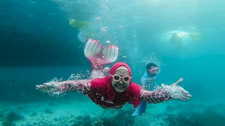 7 Potret Ria Ricis saat Berenang di Laut, Cantik Banget Jadi Putri Duyung - Foto 4