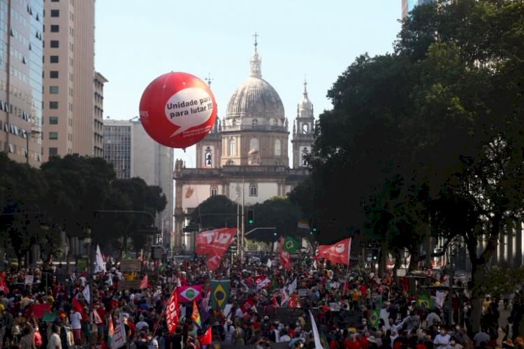 Jair Bolsonaro Diduga Korupsi Vaksin COVID-19 di Brasil, Ribuan Massa Tuntut Pemakzulan - Foto 1