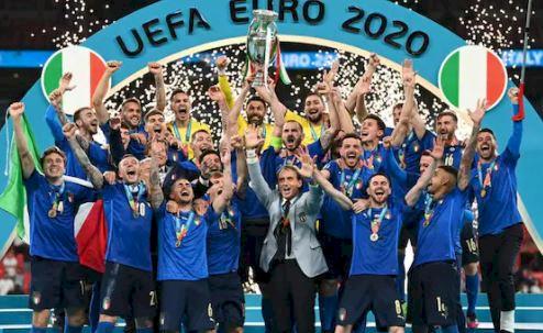 5 Momen Heboh selama Euro 2020, Eriksen Kolaps hingga Botol Coca Cola - Foto 5