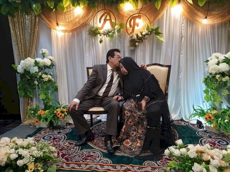 5 Potret Kebersamaan Anwar Fuady dan Istri yang Kini Tinggal Kenangan - Foto 3