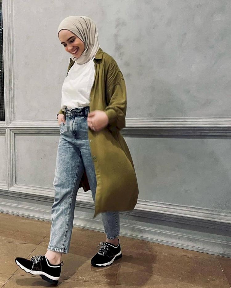 7 Potret Gaya Hijab Simpel Putri Anne yang Memesona - Foto 5