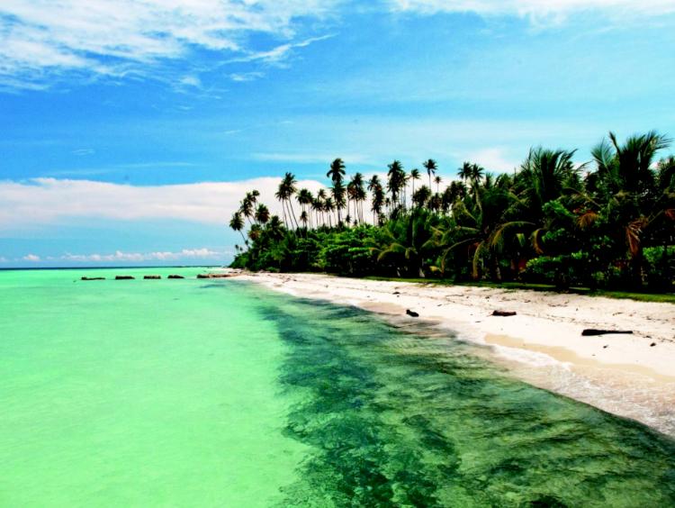 Pesona Pulau Maratua, Surga Bawah Laut yang Ada di Kalimantan Timur - Foto 2