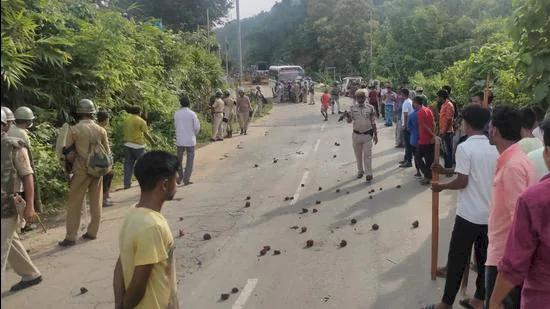 Polisi hingga Warga Antara Dua Negara Bagian India Saling Tempur, Enam Tewas - Foto 1