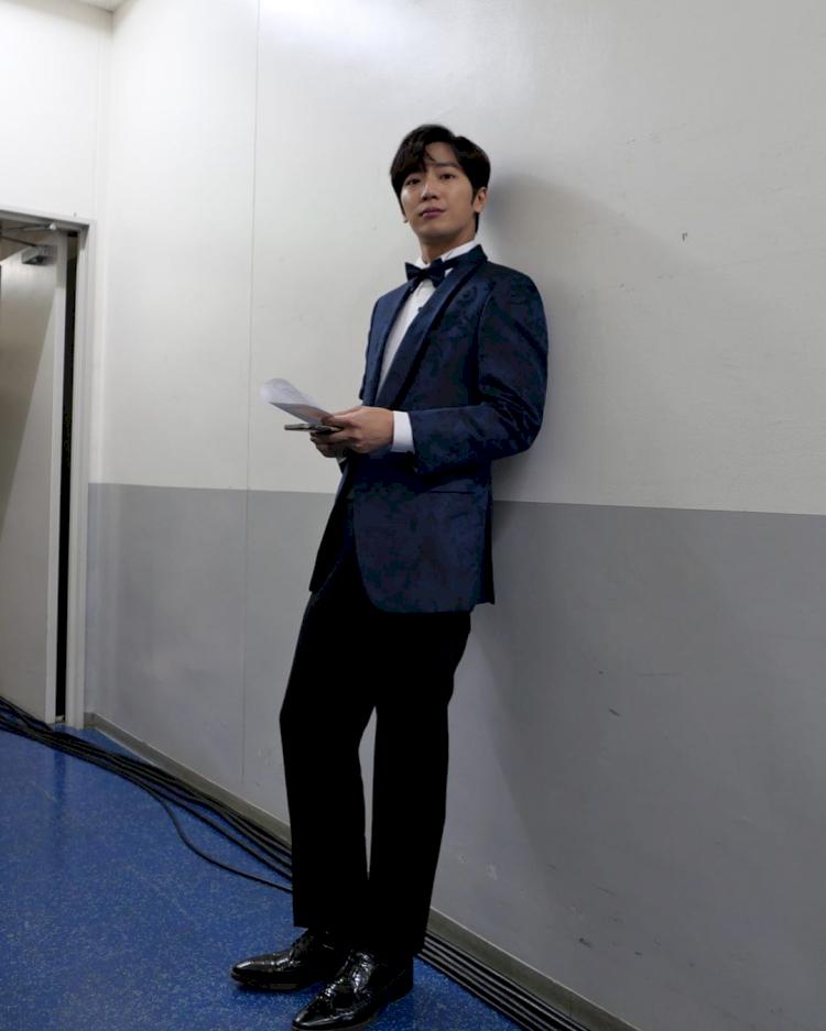 7 Potret Lee Sang-yeob Menolak Tua di Usia 38 Tahun - Foto 1