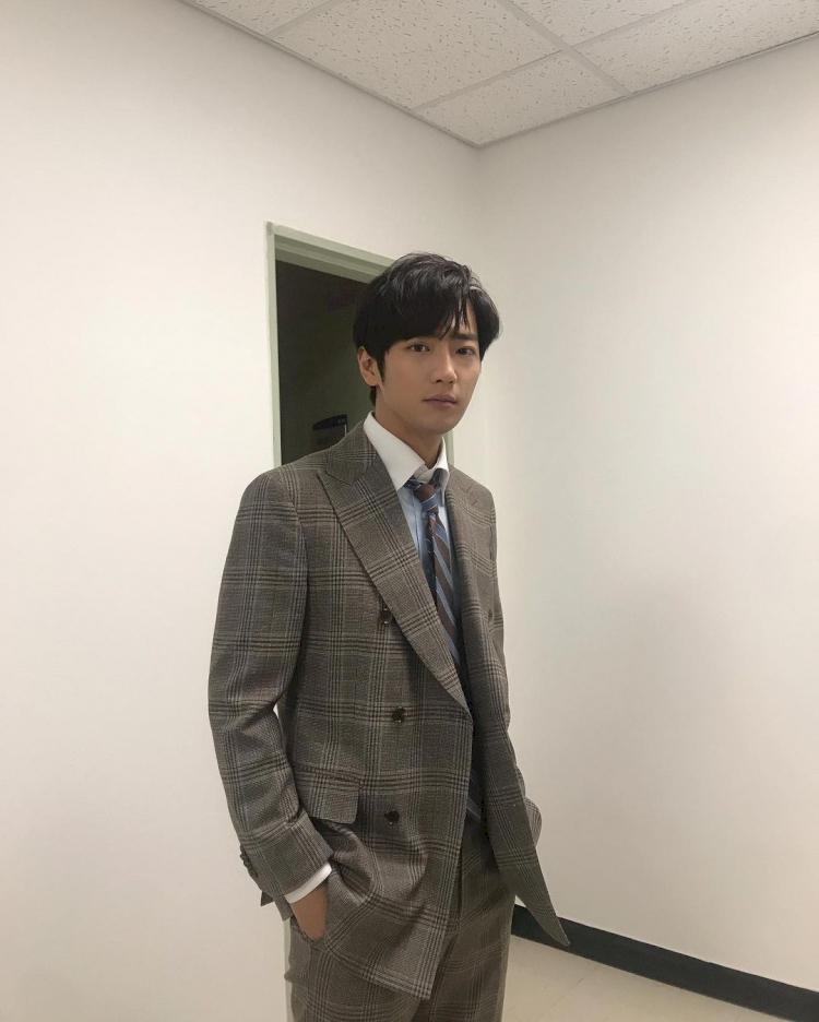 7 Potret Lee Sang-yeob Menolak Tua di Usia 38 Tahun - Foto 5