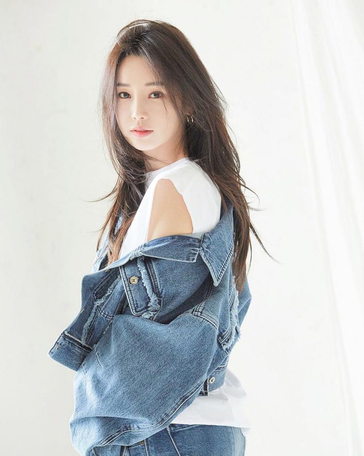 7 Potret Menawan Nam Gyu-ri yang Kian Awet Muda di Usia 37 tahun - Foto 1