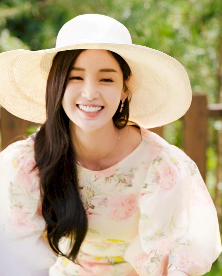 7 Potret Menawan Nam Gyu-ri yang Kian Awet Muda di Usia 37 tahun - Foto 7
