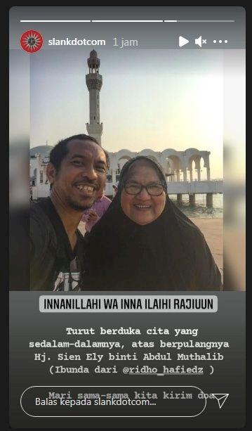 Tutup Usia, Jenazah Ibunda Ridho Slank Dikubur di Pemakaman Al Azhar Karawang - Foto 1