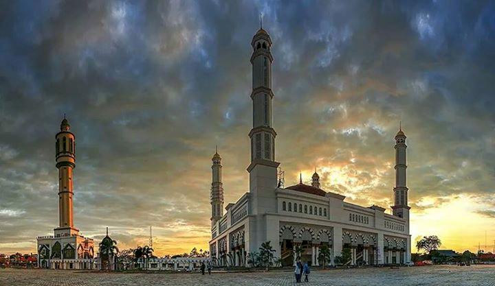 Wow Ini Dia Empat Masjid Termegah di Kalimantan, Salah Satunya Ada yang Terbesar di Indonesia Lho - Foto 3