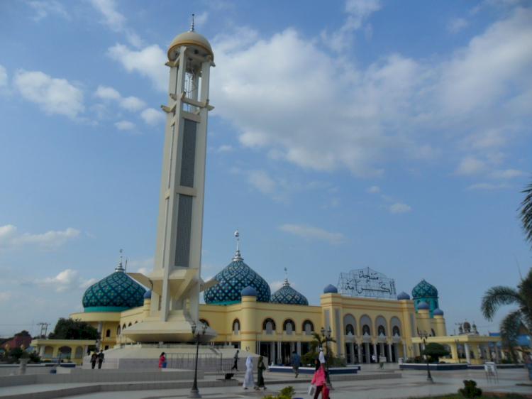 Wow Ini Dia Empat Masjid Termegah di Kalimantan, Salah Satunya Ada yang Terbesar di Indonesia Lho - Foto 4